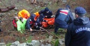 Köprünün çökmesi üzerine azgın sulara düşerek boğulan kadının cenazesi zorlu bir operasyon ile çıkarıldı