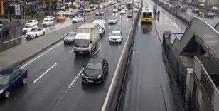 İstanbul'da öğle saatlerinde şaşırtan trafik yoğunluğu