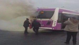 İETT otobüsünün motor kısmında yangın çıktı