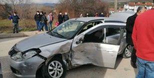 Yolcu minibüsü otomobile çarptı: 5 yaralı
