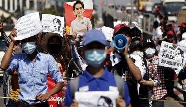 Myanmar'da askeri darbe karşıtı protestolarda 27 kişiye gözaltı