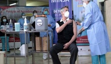 Peru Devlet Başkanı Sagasti Covid-19 aşısı oldu