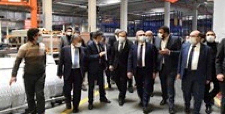 Vali Karaloğlu ve TMSF Başkanı Gülal bir mağazanın açılışına katıldı