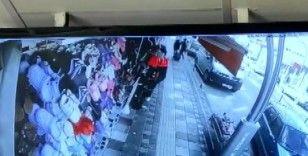 Babanın 16 yaşındaki kızını bıçakladığı anlar güvenlik kamerasında