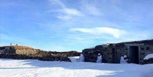 Mehmetçik, teröristlere göz açtırmamak için 'kara kış'ta yaylaları didik didik arıyor