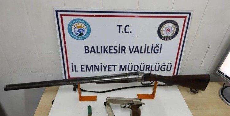 Balıkesir'de polis aranan 11 şahsı yakaladı