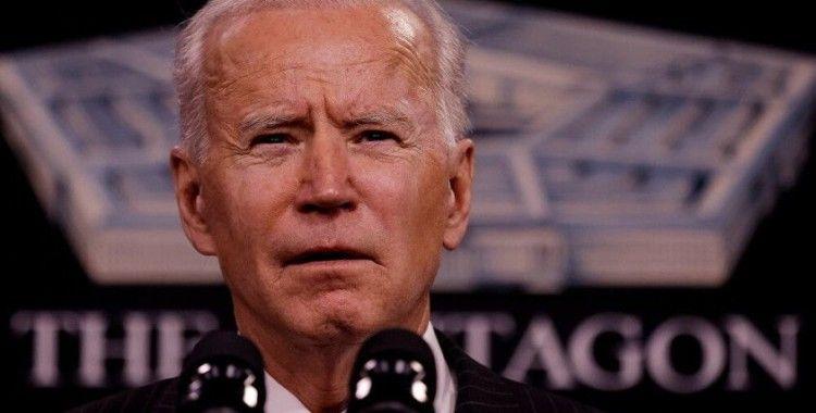 Biden Beyaz Saray'ın bahçesinde kot pantolonla yürüyüşe çıktı