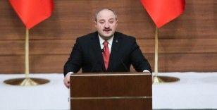 Bakan Varank: 'İstanbul'u bu fetret döneminden çıkaracak olan bu salondaki AK Gençlerdir'