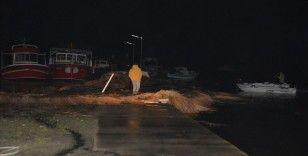 Ayvalık'ta hortum nedeniyle 4 tekne battı, binalar ve araçlarda hasar oluştu