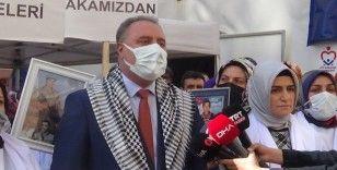 Memur-Sen heyeti HDP önündeki ailelerin çığlığına ortak oldu