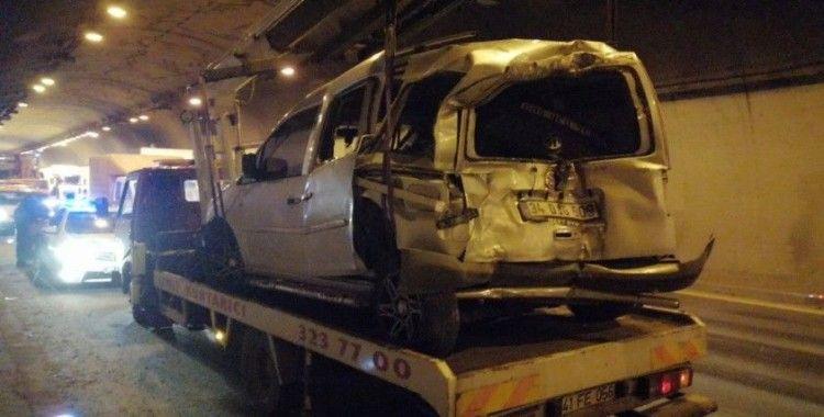 TEM otoyolunu kilitleyen zincirleme trafik kazası: 1 yaralı