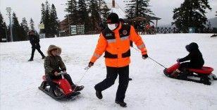 Yetim ve öksüz çocuklar, Ilgaz Dağı Kayak Merkezi'nde gönüllerince eğlendi