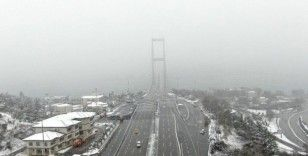 Sis ve karda kaybolan 15 Temmuz Şehitler Köprüsü havadan görüntülendi