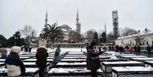 Tarihi yarımadada karın tadını turistler çıkardı
