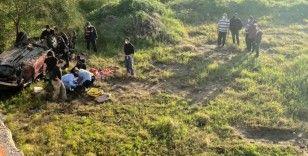 Mersin'de otomobil 12 metrelik uçuruma yuvarlandı: 2 yaralı