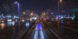 İstanbul'da kar etkisini göstermeye başladı