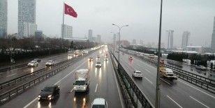 İstanbul'da kar E-5'te görüş mesafesini kısalttı