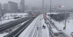 İstanbulluların kar çilesi kamerada