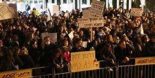 İsrail'de Kovid-19 aşısı ve aşı olanlara yeşil pasaport verilmesi uygulaması protesto edildi