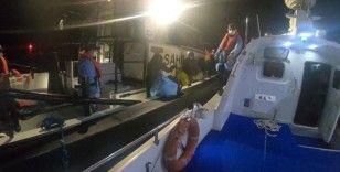 İzmir açıklarında botla sürüklenen 41 göçmen kurtarıldı