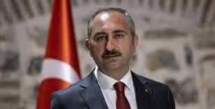 Bakan Gül'den hukuk fakülteleri için başarı sıralamasını 100 bine yükselten YÖK'e teşekkür