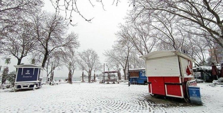 İstanbul'da kar yağışı nedeniyle yüz yüze eğitime bir gün ara verildi
