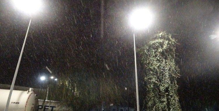 Antalya'ya 5 yıl aradan sonra kar yağdı