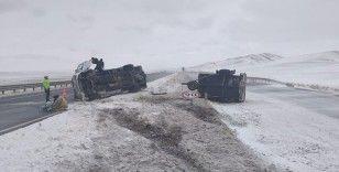 Başkent'te minibüs devrildi: 6 yaralı