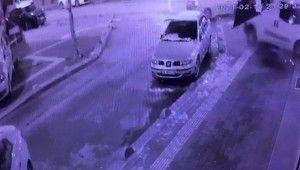 Kontrolden çıkan ticari araç önce taksiye çarptı, sonra iş yerine daldı