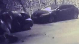 Kağıthane'de istinat duvarı araçların üzerine çöktü