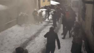 Ataşehir'deki yangında patlama anı kamerada