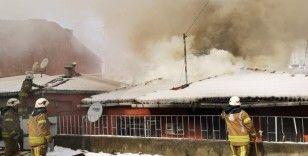 Ataşehir'de korkutan yangın: Patlama sesleri telaşa neden oldu
