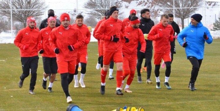 Sivasspor eksi 7 derecede idman yaptı