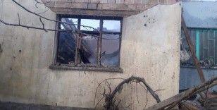 Yaşlı kadının 3 torunuyla birlikte yaşadığı ev yangında küle döndü