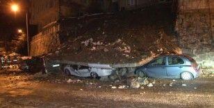 Kağıthane'de istinat duvarı çöktü, 4 araç enkaz altında kaldı