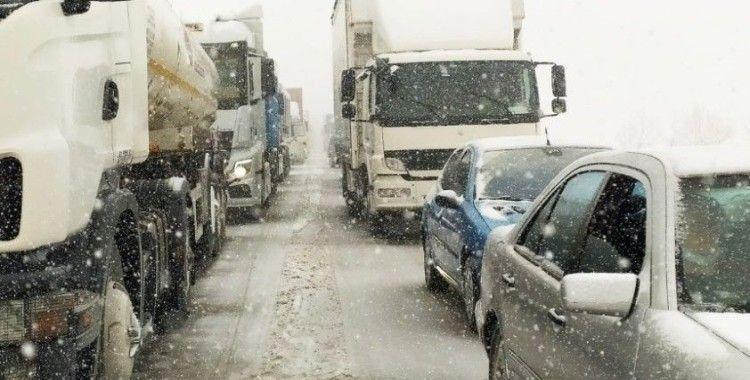 Bursa İzmir karayolu kaza ve tipi sebebiyle trafiğe kapandı