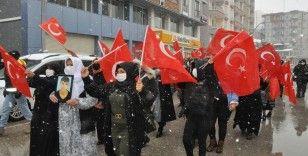 Şırnak anneleri kar kış demeden çocuklarını HDP'den istiyor