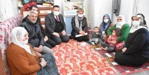 Evleri yandığı için kış ortasında mağdur olan aileye Başkan Beyoğlu sahip çıktı
