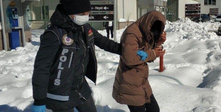 Uyuşturucu haplarla yakalanan genç kadına adli kontrol