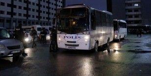 İstanbul'da kişilerin sim kartlarını değiştirip mobil banka hesaplarını boşalttığı iddia edilen 43 gözaltına alındı