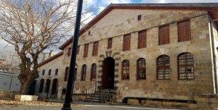 Avrupa'da İslamofobi artıyor, Türkiye'de kilise ve sinagoglar restore ediliyor