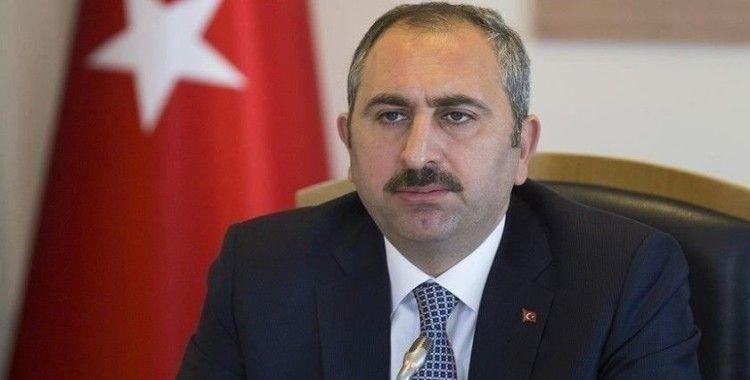 Adalet Bakanı Gül'den sokak hayvanlarına ilişkin paylaşım