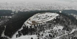 Tarihi Aydos Kalesi'nde kar yağışı kartpostallık görüntüler oluşturdu