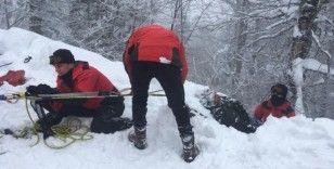 20 metre yükseklikten düştüğü ormanlık alanda mahsur kalan turisti JAK timleri kurtardı