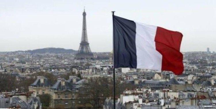 Fransa'da göçmen karşıtı grup Kimlikçi Nesil'in feshedilmesi protesto edildi