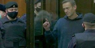 Rus muhalif lider Navalny 2 ayrı davadan ceza aldı