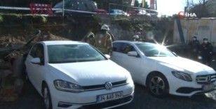 Beşiktaş'ta istinat duvarı çöktü, 3 araç hasar gördü