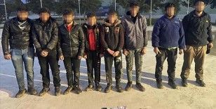 Suriye'den Türkiye'ye yasa dışı yollardan girmeye çalışan 4'ü terör örgütü üyesi 16 kişi yakalandı