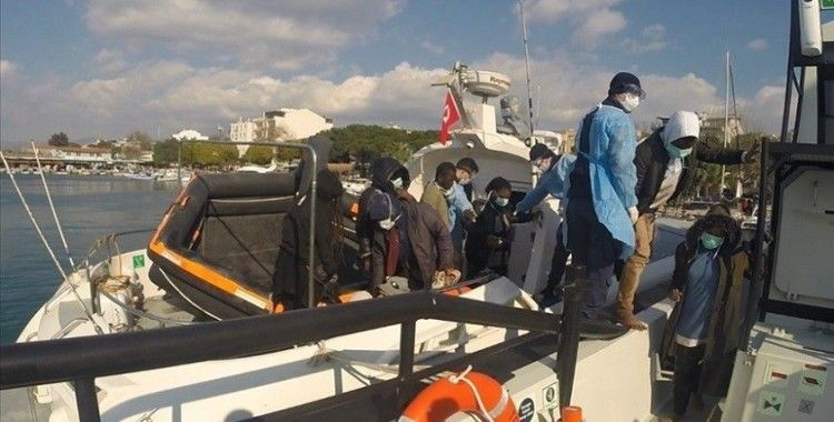 İzmir'de Türk kara sularına geri itilen 53 göçmen kurtarıldı