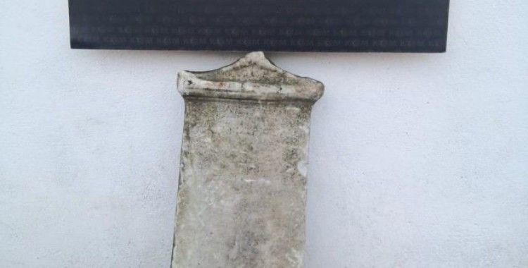 Çanakkale'de milattan önce 1. yüzyıla ait mezar steli ele geçirildi